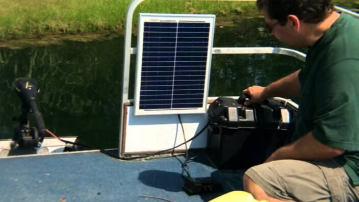 advantages of charging trolling motor batteries with solar